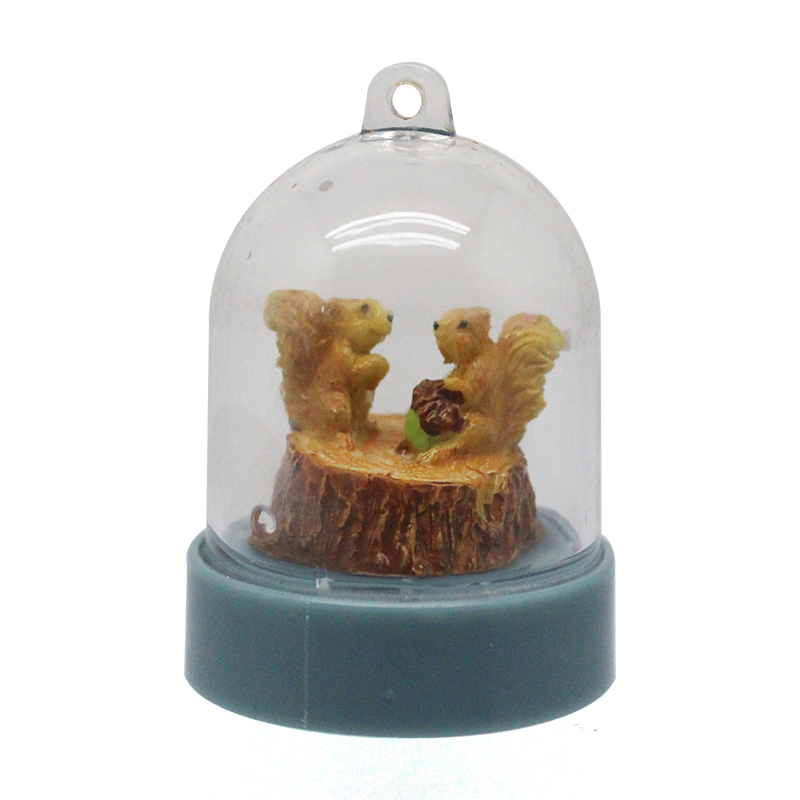 Custom gifts craft animal small size squirrel plastic snow globe key chain